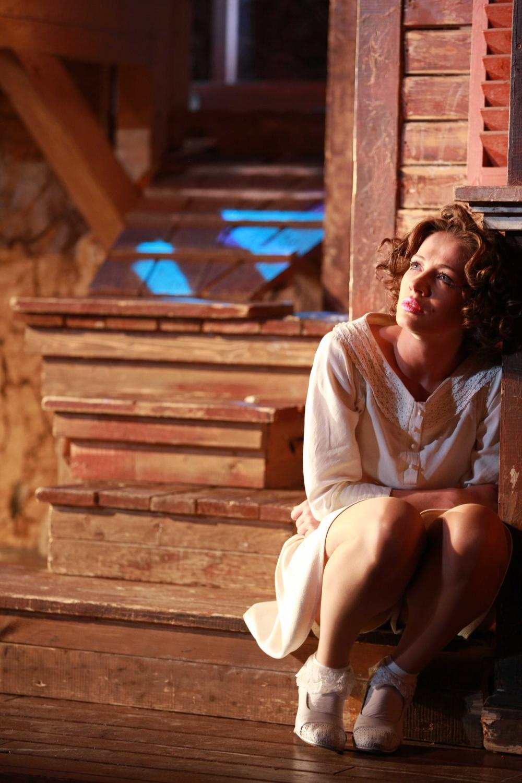 Актрисы кино сверкает случайно разводит ножки фото